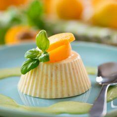 Aprikosen-Parfait mit Basilikumsoße