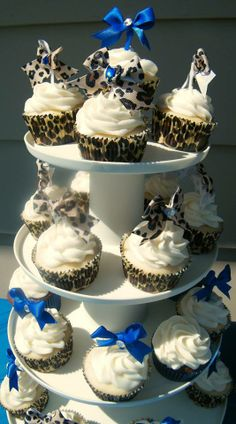 Cheetah print and royal blue cupcakes