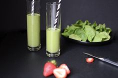 """Here's a recipe for an awesome spinach smoothie with a sweet surprise: strawberries! The berries totally transform the flavor from """"green"""" to """"great""""! And with only 3 net carbs per serving, everyone loves this recipe. Low carb and keto-approved. Green Detox Smoothie, Healthy Green Smoothies, Fruit Smoothies, Smoothie Cleanse, Vegetable Smoothie Recipes, Green Smoothie Recipes, Keto Breakfast Smoothie, Smoothies With Almond Milk, Homemade Tomato Sauce"""