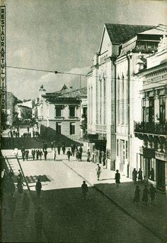 Vechiul cinematograf Trianon pe Strada Lapusneanu, anii 1950, Iasi, Romania Romania, Past, Places To Visit, Tapestry, Fire, Urban, Architecture, Pictures, Painting