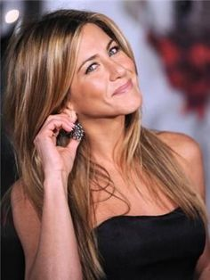 brown with caramel/blonde highlights: Never fails, when I am looking for inspiration for my hair, Anniston always comes up, love her!