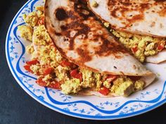 A quick and easy basic tofu scramble recipe for when you& in a hurry and don& feel like chopping up onions and garlic. Eat your quick tofu scramble on the run by wrapping it up in a flour tortilla to make a vegetarian breakfast burrito. High Protein Vegan Breakfast, Tofu Breakfast, Vegetarian Breakfast, Vegan Breakfast Recipes, Breakfast Dishes, Breakfast Ideas, Breakfast Burritos, Brunch Recipes, Easy Scrambled Eggs