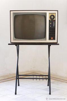 ANTIGUA TELEVISIÓN TV DE GENERAL ELÉCTRICA ESPAÑOLA MODELO 522 BLANCO Y NEGRO. - Foto 1