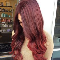 Ombre styling looks fabulous whatever hair color you have, but it is a great way to show off different shades of auburn hair with blonde highlights. Balayage Auburn, Auburn Blonde Hair, Dark Auburn Hair Color, Light Auburn, Hair Color Shades, Red Hair Color, Hair Colors, Color Red, Red Hair With Highlights