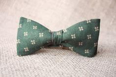 Man bowty bow tie for man bowty man bowtie bow tie man Wooden Tie, Cotton Anniversary Gifts, Bow Tie Wedding, Custom Ties, Green Man, Custom Engraving, Boyfriend Gifts, Bunt, Organic Cotton