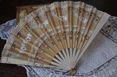 Dipinto a mano francese ventilatore, ventilatore a mano antico, di Vittoriano antico 1800 Vintage Ladies Fan, Fan, Parigi Boudoir Decor, del XVIII secolo Francia