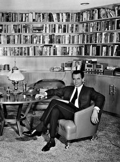 Glenn Ford at home, great looking library Old Hollywood Movies, Hollywood Homes, Hollywood Actor, Golden Age Of Hollywood, Vintage Hollywood, Hollywood Stars, Hollywood Actresses, Classic Hollywood, Glen Ford