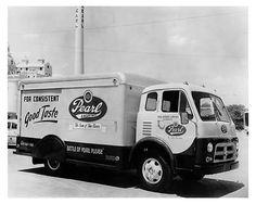 1953-Diamond-T-COE-Pearl-Beer-Van-Truck-Photo-Poster-zua3772-SJA219