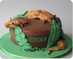 Snake jungle cake
