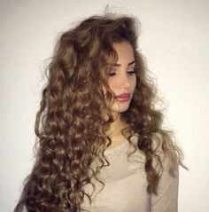 25 Gorgeously Long Curly Hairstyles: #10.
