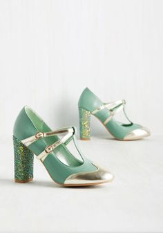 Strut in the World T-Strap Heel in Seafoam. These mint heels demand an automatic sashay when worn, for they make you feel oh-so-sassy! Pretty Shoes, Beautiful Shoes, Cute Shoes, Me Too Shoes, Funky Shoes, Awesome Shoes, Mint Green Heels, Green Shoes, Green Pumps