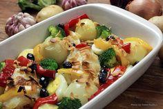 Bacalhau à portuguesa Chef Taico, Fruit Salad, Pasta Salad, Potato Salad, Make It Simple, Chicken, Ethnic Recipes, Magazines, Platform
