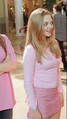 ⸙͎۪۫ matching icons⌇multifandom - ❀ Mean Girls - Wattpad Karen Mean Girls, Mean Girl 3, Mean Girls Outfits, Cute Outfits, Karen Smith, Foto Art, Iconic Movies, Amanda Seyfried, 2000s Fashion