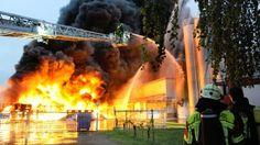 #Brand in Bad Dürkheim Kunststoff-Fabrik geht in Flammen auf