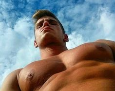 great angle to showcase pecs