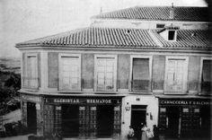 Avenida de la Albufera nº 1, 1870  La tienda de ultramarinos se incendió en 1890 Imagen extraída de http://www.edicioneslalibreria.es/tienda/...  (Archivo Regional de la Comunidad de Madrid)