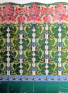 Tiles seen in Barcelona - photo by Arnim Schulz