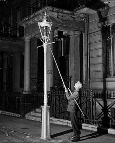 Lamp Lighter=vintage everyday: 10 Jobs That No Longer Exist Today