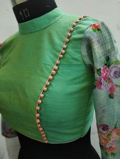 Blouse design Blouse design The Effective Pictures We Offer You About wrap Blouse A quality picture can tell you many things. You can find the most beautiful pictures that can be presen Simple Blouse Designs, Stylish Blouse Design, Fancy Blouse Designs, Designs For Dresses, Blouse Neck Designs, Latest Saree Blouse Designs, Lengha Blouse Designs, Sari Design, Designer Kurtis