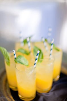bright, lemony signature cocktails  Photography By http://ivy-weddings.com