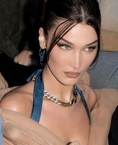 fashion - Saint Laurent Problems Bella Hadid at the Louis Vuitton Fall 2020 Menswear Fashion Show Bella Hadid Tumblr, Bella Gigi Hadid, Bella Hadid Style, Bella Hadid Hair, Bella Hadid Nose, Bella Hadid Makeup, Bella Hadid Outfits, Mode Vintage, Girl Crushes