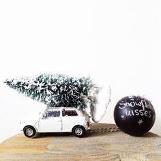 Kerstboom op auto! #diy #kerst #kerstbal #kerstboom