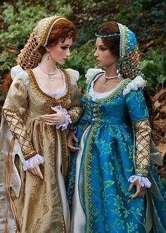 two beautiful BJD in Renaissance outfits. Renaissance Gown, Renaissance Fashion, Renaissance Outfits, Italian Renaissance Dress, Historical Costume, Historical Clothing, Barbie Clothes, Barbie Dolls, Costume Venitien