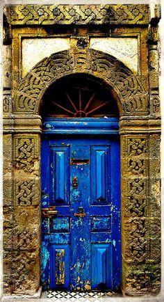Porte décrépite, Essaouira (Mogador), Maroc by mehdi_AITHAMMOU, via Flickr