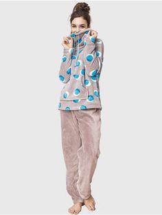 Ciepła piżama na zimę http://ekskluzywna.pl/bielizna-nocna-damska