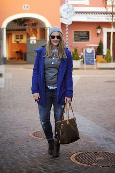 Winter Outfit / Winter Fashion / Winter Style / Louis Vuitton Neverfull Monogram Canvas / Grey Beanie / Ray Ban Sunglasses Aviator