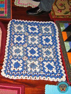 Wiggly crochet rug Wiggly Crochet, Crochet Carpet, Blanket, Rugs, Home Decor, Artists, Atelier, Farmhouse Rugs, Crochet Rugs