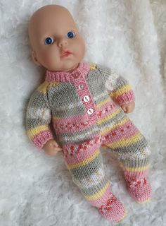 Ravelry: Baby Annabell sleepsuit pattern by linda Mary Baby Annabell Sleepsuit This knit pattern / tutorial is available for free. This is an all in one sleepsuit in double knitting yarn, with raglan shaping. Knitted Doll Patterns, Knitted Dolls, Baby Knitting Patterns, Baby Patterns, Free Knitting, Double Knitting, Knitting Yarn, Knitted Baby, Crochet Patterns
