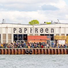 Stroll around the water and enjoy the street food scene of Copenhagen this summer. At Papiroen youll find influences from all around the world as well as local favourites. . . . . . #travellinknordic #papiroen #copenhagen #denmark #instatravel #travelgram #vacation #travelphotography #wanderlust