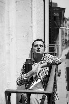 Jorge Drexler (By Emilia Brandão) Beautiful Soul, Beautiful People, Blue Soul, Inspirational Qoutes, Vogue Men, Latin Music, Male Magazine, Breath In Breath Out, Image Photography