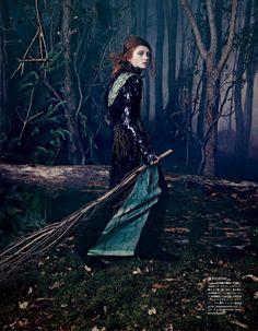 """Модели в фотосессии Эммы Саммертон """"В лес"""" для японского Vogue / фото 2014"""