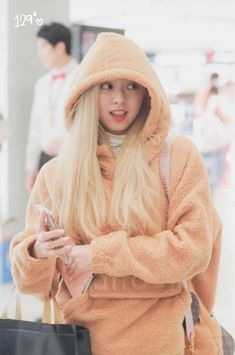 Photo album containing 6 pictures of Yuna Kpop Girl Groups, Korean Girl Groups, Kpop Girls, Fashion Tag, Daily Fashion, Programa Musical, Fandom, 6 Photos, Airport Style