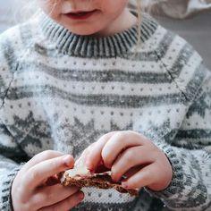 Når hun kler seg selv i strikk. Da må det dokumenteres. Fin #fanagenser strikket av oldemor 😍 Engagement Rings, Jewelry, Instagram, Enagement Rings, Wedding Rings, Jewlery, Jewerly, Schmuck, Jewels