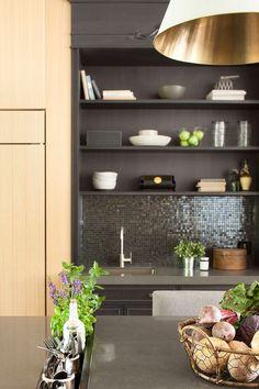 Szép fa felületek, természetes anyagok, világos árnyalatok - otthonos, elegáns, ízlésesen berendezett ház