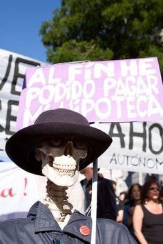 Los 21 carteles de protesta más ingeniosos de la historia Protest Posters, Feminism, Bucket Hat, Hats, Social, Website, Fun, Blog, Frases