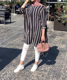 missturbar scarf is the central piece inside the apparel of ladies with hijab. Hijab Fashion Summer, Modest Fashion Hijab, Modern Hijab Fashion, Muslim Women Fashion, Street Hijab Fashion, Hijab Fashion Inspiration, Islamic Fashion, Look Fashion, Casual Hijab Outfit