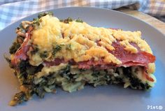 Pieta's hapjes: Ovenschotel met boerenkool en salami Tesco Real Food, Oven Dishes, Ham Recipes, Spanakopita, Mac And Cheese, Quiche, Paleo, Food And Drink, Favorite Recipes