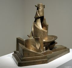 Umberto Boccioni : Development of a Bottle in Space