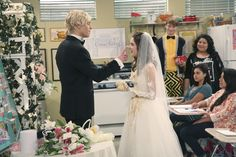 Austin & Ally Get Married This Weekend - Seriously, They Do!: Photo Austin (Ross Lynch) pops a little frosting on Ally's (Laura Marano) nose in this adorable still from this weekend's Austin & Ally. Wedding Scene, Wedding Bells, Austin E Ally, Disney Channel Stars, Laura Marano, Actor Picture, Ross Lynch, Celebrity Dads, New People