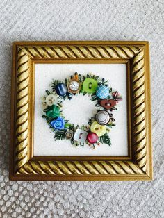 Antique Button Wreath with hand embroidery von warnANDweathered