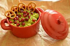 An avocado spread with pomegranate seeds is very healthy, so try to include as much avocado as possible in your diet Avocado Spread, Pomegranate Seeds, Guacamole, Appetizers, Mexican, Diet, Healthy, Ethnic Recipes, Food