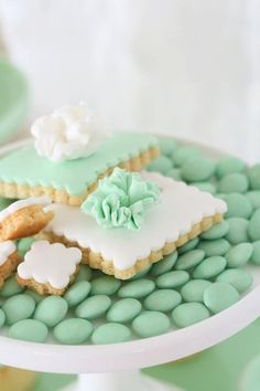 White and green sweets for a mint green wedding Color Menta, Mint Color, Colour, Mint Green Aesthetic, Wedding Mint Green, Green Weddings, Mint Cookies, Colored Cookies, Frosted Cookies