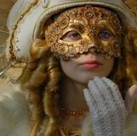 Beauty at carnaval Carnival Of Venice, Carnival Masks, Venice Carnivale, Carnival Costumes, Masquerade Costumes, Masquerade Ball, Beautiful Mask, Venetian Masks, Venetian Costumes