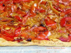 Miel y Limón : COCA DE PIMIENTOS ROJOS Vegetable Cake, Spanish Kitchen, Empanadas, Light Recipes, Summer Recipes, Tapas, Food To Make, Yummy Food, Delicious Recipes