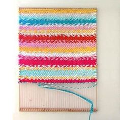 How to build a simple adjustable rug loom and weave a beautiful t-shirt rug or other up-cycled fabric rugs. Detailed tutorial and step by step photos! - A Piece Of Rainbow Rug Loom, Loom Weaving, Fabric Rug, Fabric Scraps, Rag Rug Diy, Diy Rugs, Tshirt Garn, Rag Rug Tutorial, Woven Rug