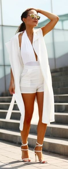 Frassy All White Summer Shopping Chic Outfit Idea